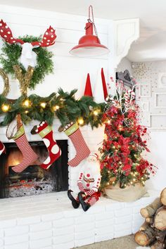 How to decorate a Mantel for Christmas @classyclutter4