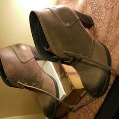 Clarks shoes size 8.5 Excellent Clarks shoes size 8.5. In excellent condition has been pre loved and well taken care of. Pick up these beauties today!!! Clarks Shoes