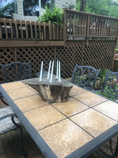 How To Update An Old Outdoor Tile Table * Hip & Humble Style Painted Patio Table, Tile Patio Table, Deck Table, Diy Outdoor Table, Patio Tiles, Outdoor Tiles, Diy Patio, Backyard Patio, Backyard Ideas