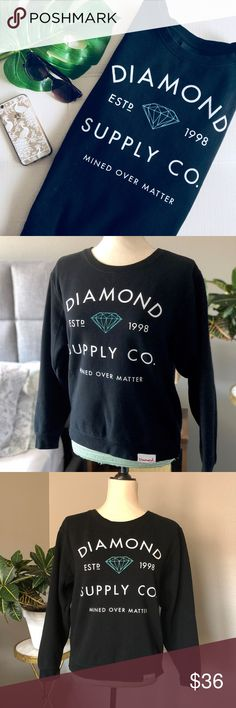"""Diamond Supply Co. Black Sweatshirt Diamond Supply Co. black pullover sweatshirt.  White & blue lettering.  Tag says medium but I think it fits like a small - please see measurements to gauge fit.    Approx Measurements Pit to pit: 19.5: Shoulder to hem: 22""""  👗 Dress form is a size 4/6 🏠 Pet & smoke-free home  🚫 No trades  💕 I love offers ✨ Posh Ambassador ✨ Diamond Supply Co. Tops Sweatshirts & Hoodies"""