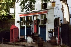 Drinks writer Euan Ferguson reveals the five finest places for a pint in Zone 1
