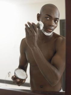 How to Get Rid of Dark Spots from Shaving for Black Men . great advice for black men! Dark Spots On Legs, Beauty Tips In Hindi, Beauty Hacks For Teens, Healthy Skin Tips, Black Skin Care, Skin Care Remedies, Face Care, Swagg, Good Skin
