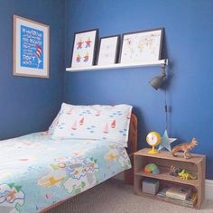 Rustic wooden apple crate with internal shelf making a great bedside table with plenty of storage in this cool kids bedroom. Kids Room Bed, Cool Kids Bedrooms, Kids Room Organization, Kids Room Design, Kids Decor, Home Decor, Room Colors, Colours, Bedroom Decor