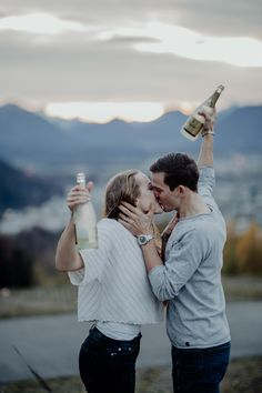 Mehr Bild Ideen in unserem Blogbeitrag über das Shooting.  Viel Spaß #engagement #verlobung #paarshooting Family Goals, Travel Couple, Weeding, About Me Blog, Beautiful, Couples, Couple Photos, Civil Wedding, Projects