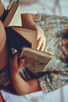 Femme - Lecture - Livre / Woman - Reading - Book