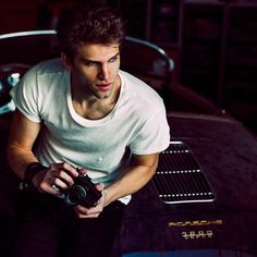 Keegan Allen is so handsome! | Pretty Little Liars