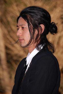 メンズのロングの髪型の結び方4