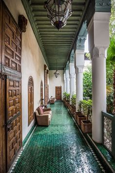 Rosena from Boutique Souk visits El Fenn. One of the most popular Riads in Marrakech, Morocco. Home Interior Design, Exterior Design, Style Hacienda, Mexican Hacienda, Future House, My House, Grand House, Casa Patio, Spanish Style Homes
