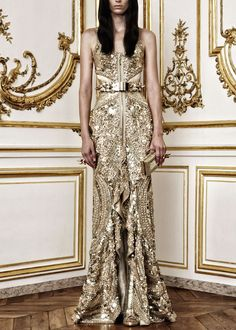 Amazing Givenchy Haute Couture F/W 2010  dress (front). I'd love to marry in Gold !