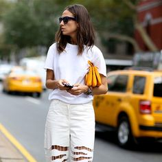 Although we're not quite into Autumn it's time to start getting excited about next Spring/Summer! Yes, NY Fashion week has . Ny Fashion Week, Street Fashion, Style Désinvolte Chic, Her Style, Dressing, Street Style, Facon, White Fashion, Spring Summer Fashion
