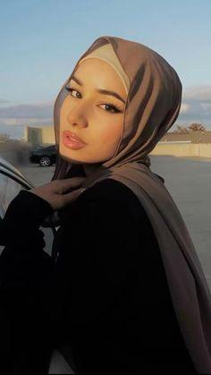 Modest Fashion Hijab, Modesty Fashion, Muslim Fashion, Photography Poses, Fashion Photography, Fashion Poses, Fashion Outfits, Modeling Tips, Modest Wear