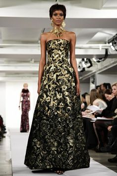 Oscar de La Renta Ready To Wear Fall Winter 2014 New York - Beautiful, love the fabric. Adjust the neckline to fit your style BUT keep the details. Ask your seamstress for fabric suggestions that fit your budget.