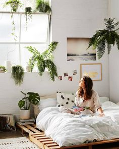 like: big window, painted brick walls, low bed, lots of plants Room Decor Bedroom, Interior Design Living Room, Interior Decorating, Design Interiors, Bedroom Inspo, Bedroom Inspiration, Master Bedroom, My New Room, My Room