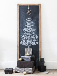 This is such a cool minimalistic idea - blackboard christmas tree #FestiveDecoration