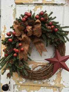Primitive Christmas Wreath, Rustic Christmas Wreath, Primitive Holiday Wreath by FlowerPowerOhio on Etsy Primitive Christmas, Country Christmas, Winter Christmas, Christmas Ornaments, Primitive Snowmen, Primitive Crafts, Christmas Snowman, Christmas Trees, Wood Crafts