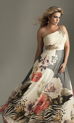 Shop long plus-size prom dresses and strapless gowns in plus sizes at PromGirl. Plus-size dresses for homecoming and plus special occasion gowns. Image Fashion, Look Fashion, Plus Size Party Dresses, Plus Size Outfits, Curvy Girl Fashion, Plus Size Fashion, Pretty Dresses, Beautiful Dresses, Gorgeous Dress