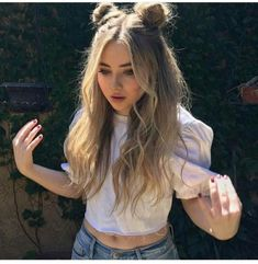 43 Cute Hairstyle For Teen Girls You Can Copy+ frisuren frauen frisuren männer hair hair styles hair women Cute Hairstyles For Teens, Chic Hairstyles, Teen Hairstyles, Pretty Hairstyles, Hairstyle Ideas, Concert Hairstyles, Festival Hairstyles, 2 Buns Hairstyle, Simple Hairstyles