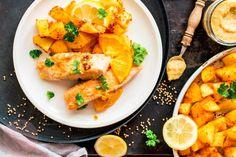 """W cyklu """"Ryba na piątek"""" pyszny sposób na łososia. Ryba najpierw jest marynowana w musztardzie i soku z cytrusów, a potem smażona na maśle. Do tego pieczone na ostro ziemniaczki i mamy idealny obiad. Przepis prosto z """" Mientablog """" . Cantaloupe, Fruit, Ethnic Recipes, The Fruit"""