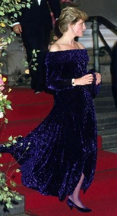 1986-10-10 Diana is the Guest of Honour at the British Fashion Banquet, Fishmongers Hall, London (photo source : You Magazine)