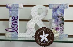 Letras en Madera decoradas para boda en tonos lila y blanco