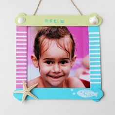 Make this easy popsicle stick photo frame. Perfect craft for kids! Includes an step by step tutorial.