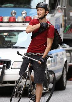 Premium Rush - Joseph Dreamboat Levitt in a bike courier action movie? Sold!