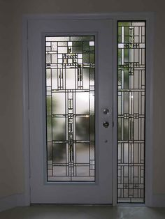 38 Super ideas for stained glass front door entryway craftsman style Glass Front Door, Front Door Entryway, Front Doors With Windows, Modern Exterior Doors, Stained Glass Door, Glass Design, Glass Door, Door Glass Design, Sliding Door Design
