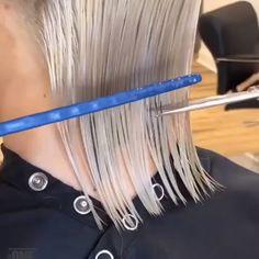 ⠀ Hair By Chrisjones Hair ❤️ ⠀ 👆Visit Love - Hair Tutorial Hair Cutting Videos, Hair Cutting Techniques, Hair Videos, Short Hair With Layers, Short Hair Cuts, Medium Hair Styles, Curly Hair Styles, Grunge Hair, Great Hair