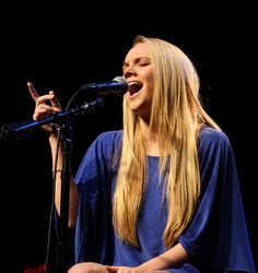 Danielle Bradbery wearing her Sapphire Abi Ferrin 'Charlene' Dress at the Girls & Guitars concert! Danielle Bradberry, Country Artists, Her Music, Hairstyles Haircuts, Country Music, Spring Summer Fashion, Guitars, Singers, The Voice