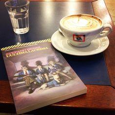La vita del puntuale è un inferno di solitudini immeritate. S. Benni, L'ultima lacrima #cappuccino #libro #lultimalacrima #stefanobenni #book #pomeriggi #calma #happiness #relax #dersut #benni #puntuale