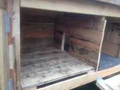 Rabbit Hutch Built From Pallets | von UrbanRepairProject