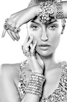 Dainty Jewelry Wedding and Boho Jewelry Photoshoot. Trendy Fashion Jewelry, Fashion Jewelry Necklaces, Boho Jewelry, Vintage Jewelry, Fine Jewelry, Classy Fashion, Jewelry Accessories, Jewelry Model, Swarovski Jewelry