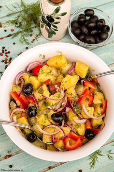 Delicious potato salad with onion, olives, pepper, pickled cucumber and dill - vegetarian salad Easy Egg Recipes, Healthy Recipes, Potato Recipes, Vegetarian Recipes, Cooking Recipes, Vegetarian Salad, Potato Salad Dill, Potato Salad Mustard, Potato Salad Dressing