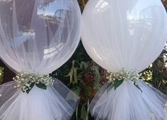 """«Getting a little creative today and i just made up these stunning """"bride"""" balloons with fresh baby breath»"""