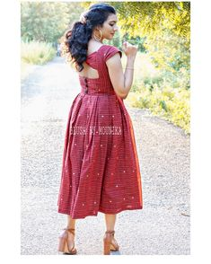Simple Kurta Designs, New Kurti Designs, Half Saree Designs, Kurta Designs Women, Long Dress Design, Dress Neck Designs, Fancy Blouse Designs, Saree Blouse Designs, Indian Long Dress