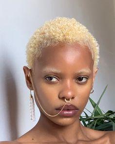 Pretty People, Beautiful People, Bleached Eyebrows, Curly Hair Styles, Natural Hair Styles, Black Girl Aesthetic, Beautiful Black Women, Black Girl Magic, Black Girls