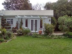 White Picket Fence Cottage on Immelman - White Picket Fence Cottage on Immelman is situated in the quaint suburb of Morningside, in Cape Town.  The large one bedroom flatlet, which has one queen-size bed, a private bathroom, and two single mattresses ... #weekendgetaways #somersetwest #southafrica