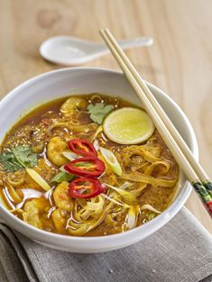 Love a good laksa? With prawns, coconut cream and lots of other amazing flavours, this recipe will not disappoint! Thermomix Recipes Healthy, Healthy Eating Recipes, Cooking Recipes, Thai Cooking, Curry Laksa, Prawn Curry, Healthy Canned Soups, Laksa Recipe, Asian Soup