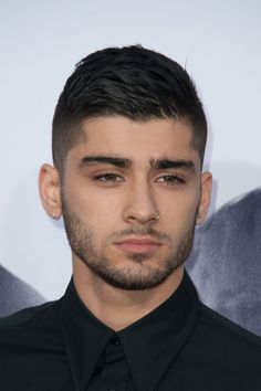 Only zayn could look this good postbreakup. with his hair back to black zayn sported Ex One Direction, One Direction Zayn Malik, Zayn Mailk, Zayn Malik Style, Zayn Malik Photos, Undercut Hairstyles, Cool Hairstyles, Hairstyle Fade, Hairstyle Short