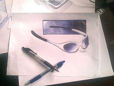 Óculos do sol, caneta esferográfica azul e preto