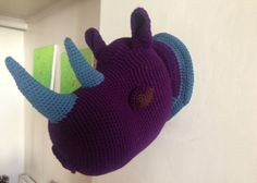 Trophy rhino head crochet purple / Trophée tête de rhinocéros au crochet violet