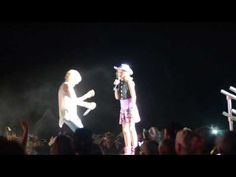 Carrie Underwood Grants Cancer Survivor's Wish to Sing on Stage [VIDEO]