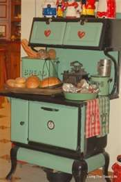 From my sister Tammy Bailey,..who has awesome prim boards!!! Love this old stove