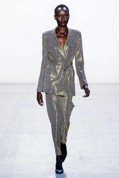 Badgley Mischka Fall 2019 Ready-to-Wear Fashion Show - Vogue Women's Runway Fashion, Pink Fashion, New York Fashion, Couture Fashion, Paris Fashion, Autumn Fashion, Fashion Outfits, Women's Fashion, Fashion Trends