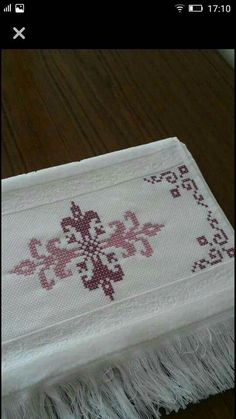 Nice embroidery stitch towel with pattern schema. Just Cross Stitch, Beaded Cross Stitch, Cross Stitch Borders, Cross Stitch Baby, Cross Stitch Designs, Cross Stitching, Hardanger Embroidery, Diy Embroidery, Cross Stitch Embroidery