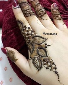 Simple Mehendi designs to kick start the ceremonial fun. If complex & elaborate henna patterns are a bit too much for you, then check out these simple Mehendi designs. Modern Henna Designs, Latest Arabic Mehndi Designs, Full Hand Mehndi Designs, Mehndi Designs For Beginners, Mehndi Designs For Girls, Wedding Mehndi Designs, Latest Mehndi Designs, Finger Mehendi Designs, Khafif Mehndi Design