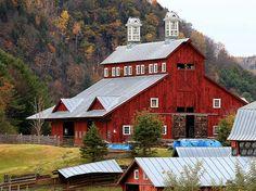 Old Vermont Barn (2) by thomaspfadenhauer,