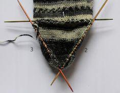 Siona: 005.- Patrón de calcetines con 5 agujas (gratis) Socks, Knitting, Molde, Stocking Pattern, Converse Shoes, Beanies, Sombreros, Fabrics, Knitwear
