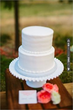 white wedding cake | VIA #WEDDINGPINS.NET