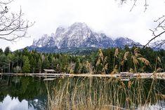 Voelser Weiher mit Blick auf Schlern beim Wandern rund um Voelser Weiher und Schlern Mount Rainier, To Go, Mountains, Outdoor, Places, Nature, Travel, Art, Alps